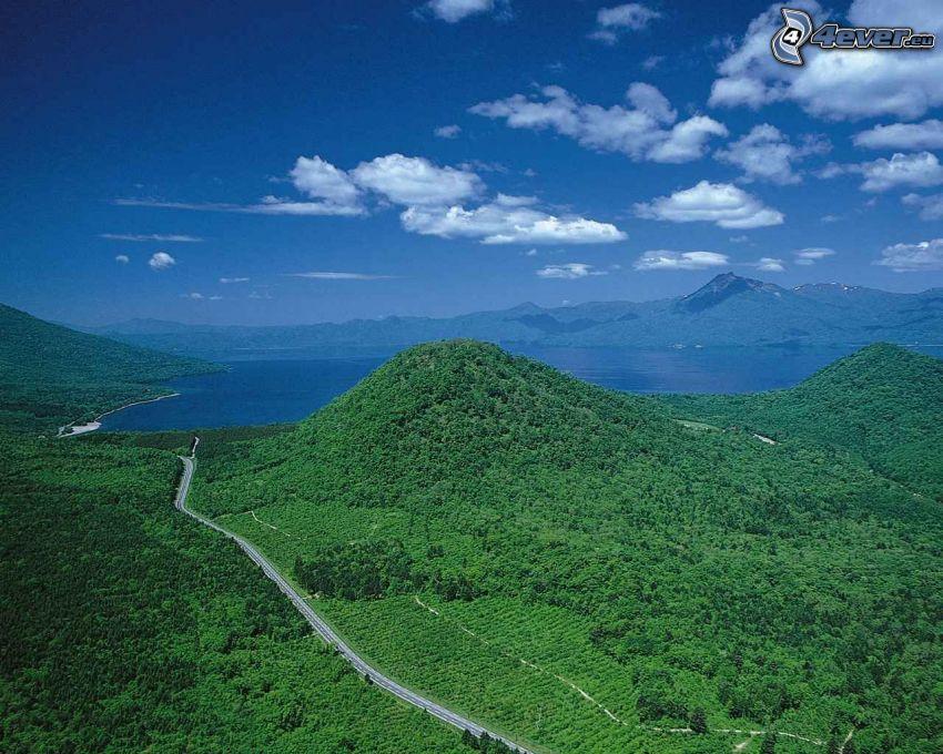 cesta, hornatá krajina, jazero, oblaky, les