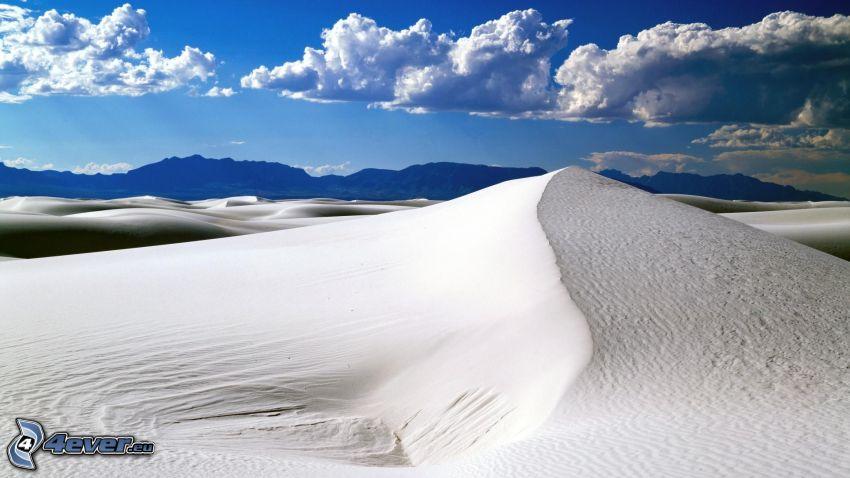 Egypt, púšť, piesočné duny, oblaky