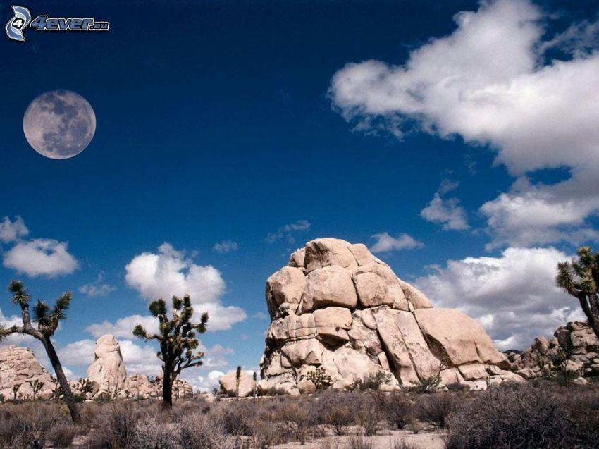 Mesiac, skala, púšť, pohorie, oblaky