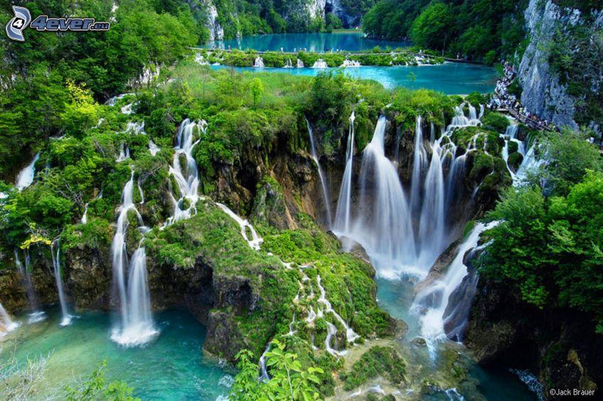 Národný park Plitvické jazerá, zeleň, vodopády