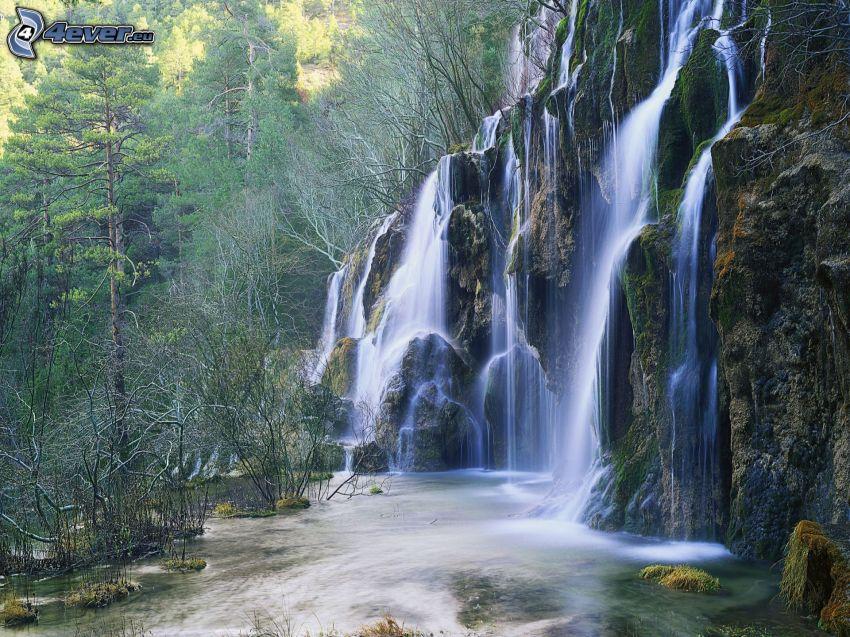 Río Cuervo, Španielsko, vodopády, les