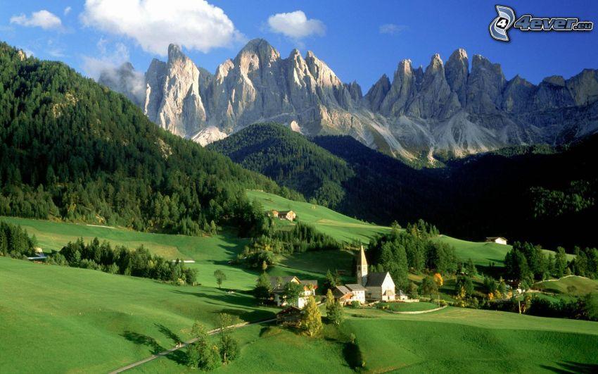 Val di Funes, Južné Tyrolsko, Taliansko, dedinka, veľhory