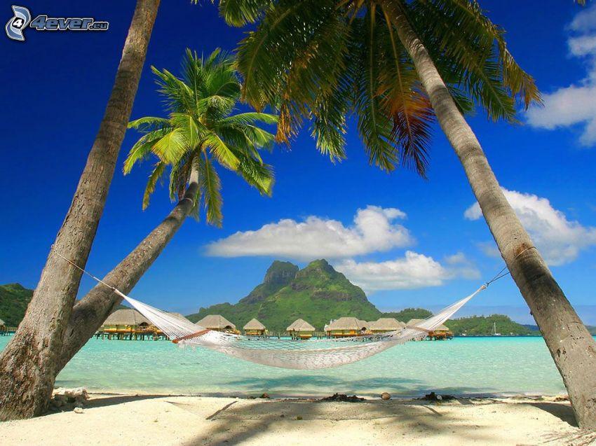 Bora Bora, sieť na ležanie, palmy na pláži, domčeky, dovolenka