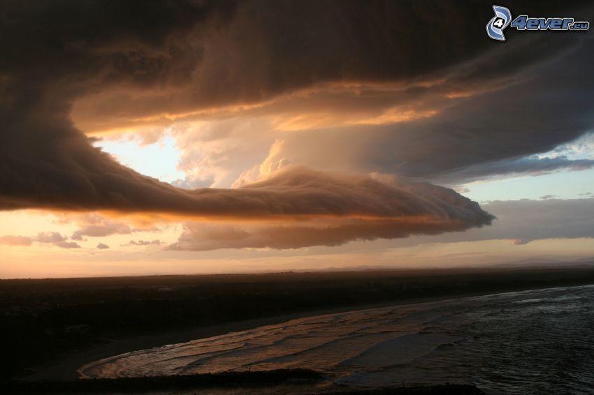 búrkové mraky, more, pobrežie