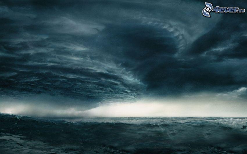 búrkové mraky, more