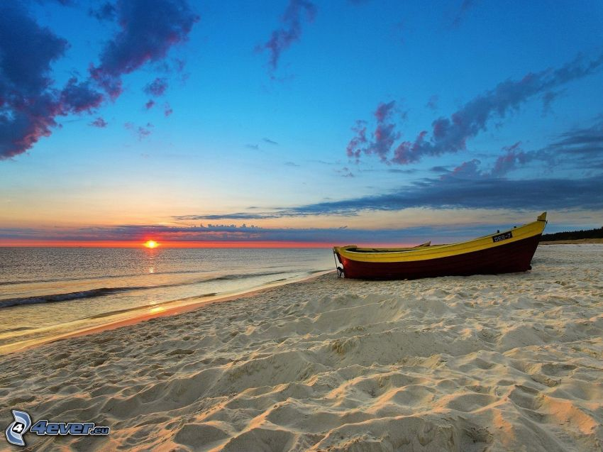 čln, piesočná pláž, západ slnka nad morom