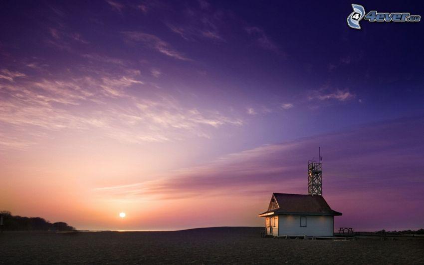 dom, piesočná pláž, západ slnka