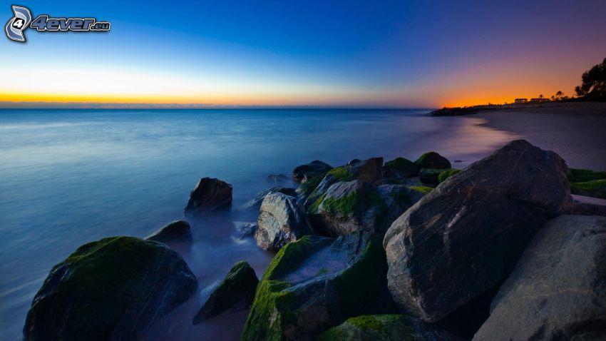 Florida, skaly v mori, po západe slnka