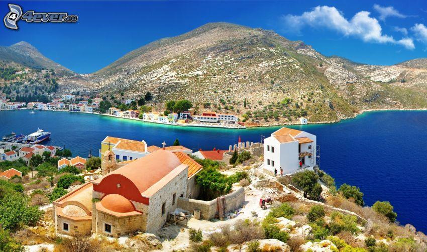 Grécko, prímorské domy, záliv, kopec
