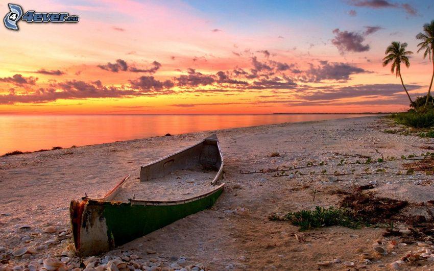 kanoe, piesočná pláž, šíre more, oranžová obloha, po západe slnka