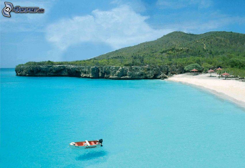 more, loďka na mori, piesočná pláž, pobrežné útesy, kopec