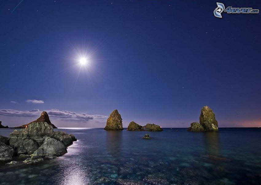nočné pobrežie, mesiac, more