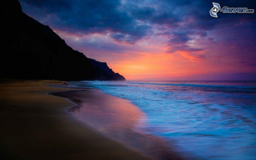pláž po západe slnka, piesočná pláž, more, večer