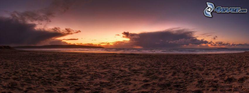 pláž po západe slnka, piesočná pláž