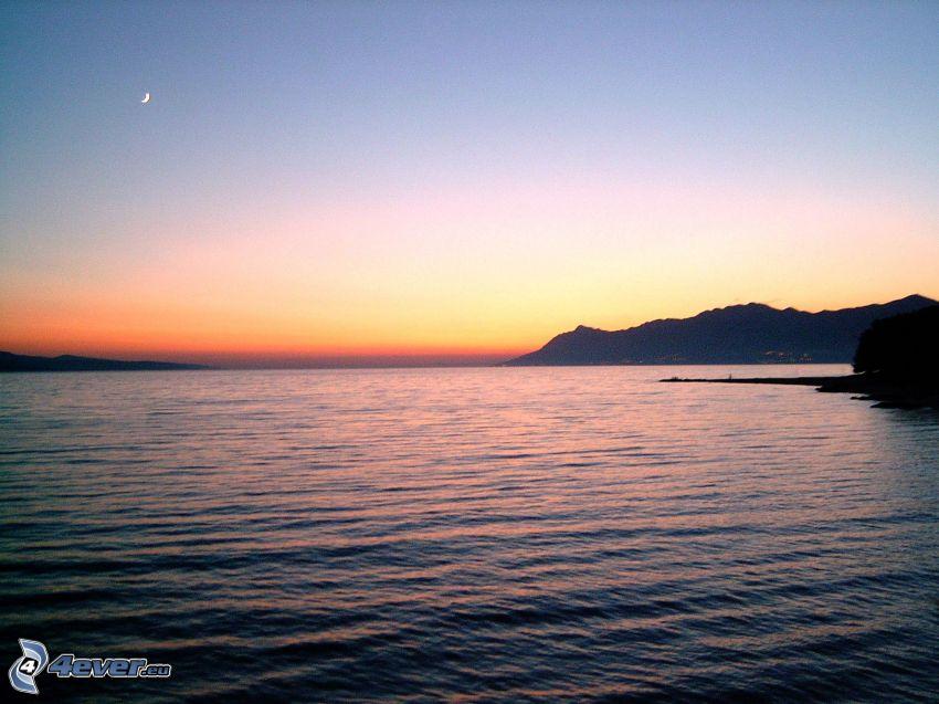 po západe slnka, more, mesiac