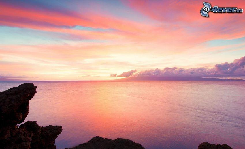 ružová obloha, more, skaly