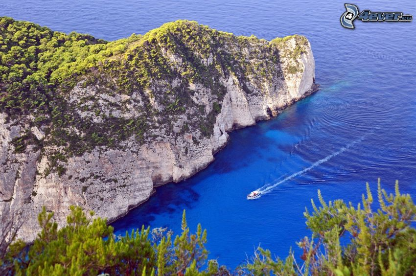 skala v mori, loď, zátoka