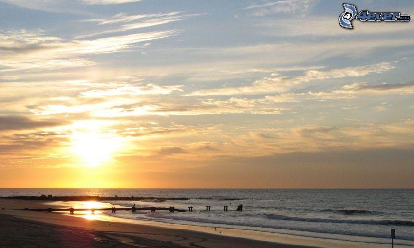 východ slnka, more