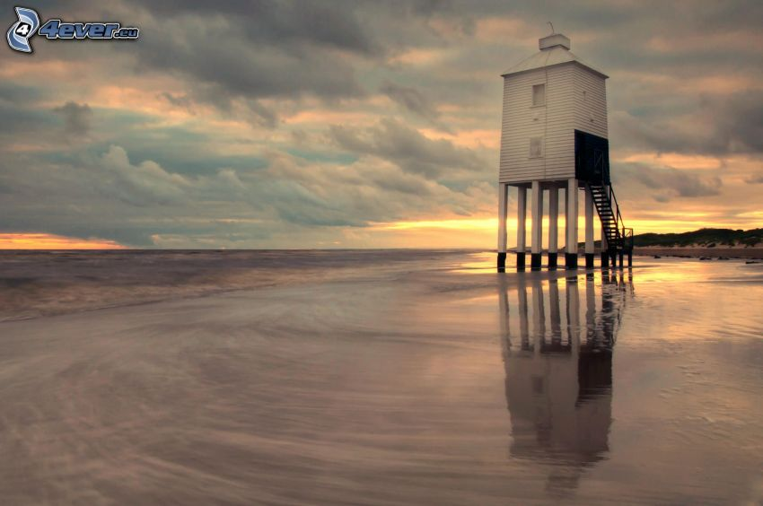 vyhliadková veža, more, po západe slnka