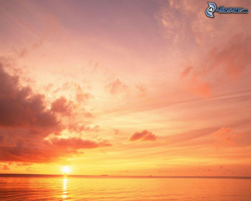 západ slnka nad morom, oceán, oblaky