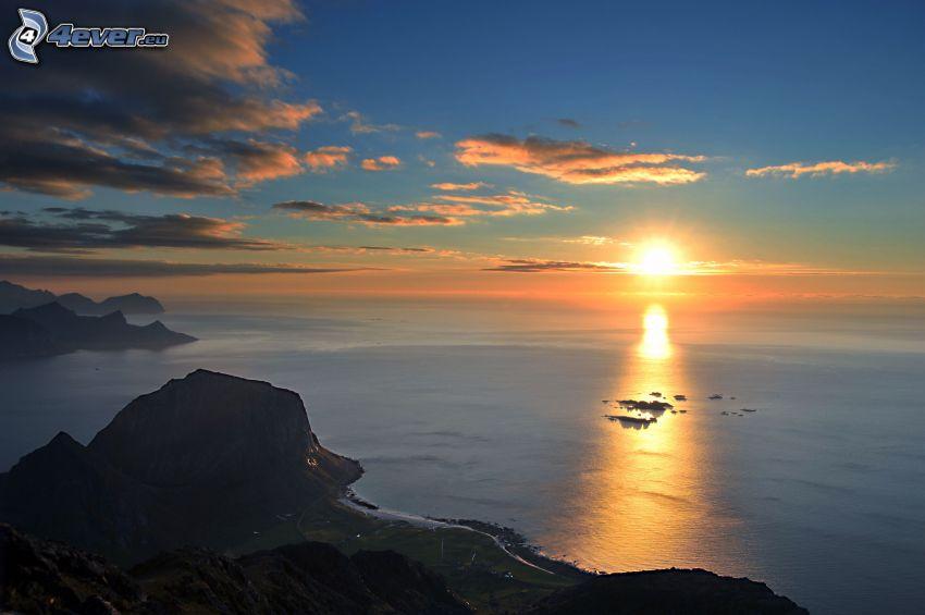 západ slnka nad oceánom, pobrežie, výhľad na more