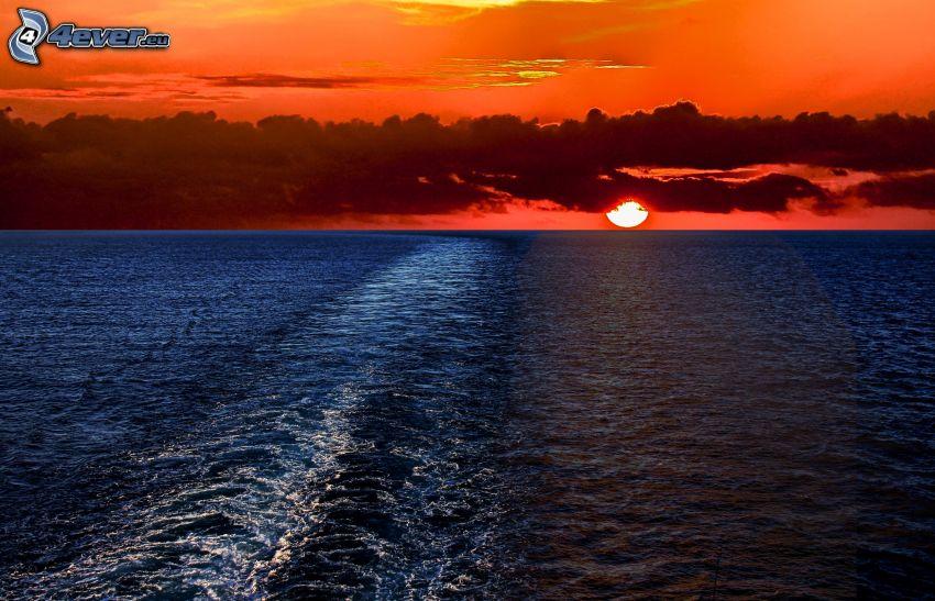 západ slnka za morom, oranžová obloha