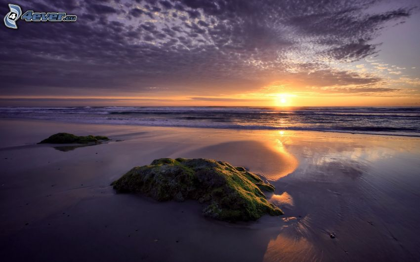 západ slnka za morom, pláž