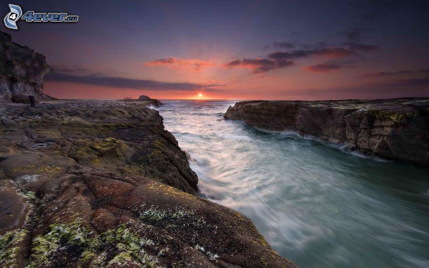 západ slnka za morom, pobrežné útesy