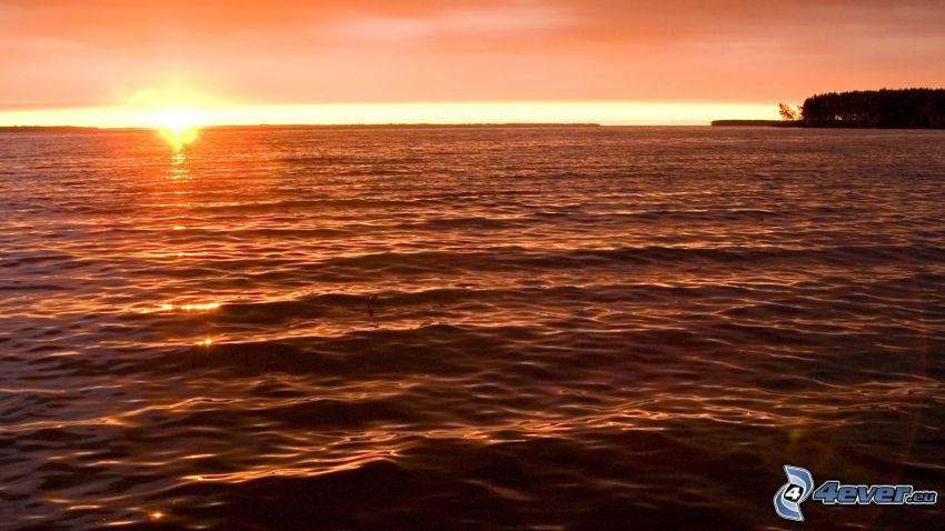 západ slnka za morom