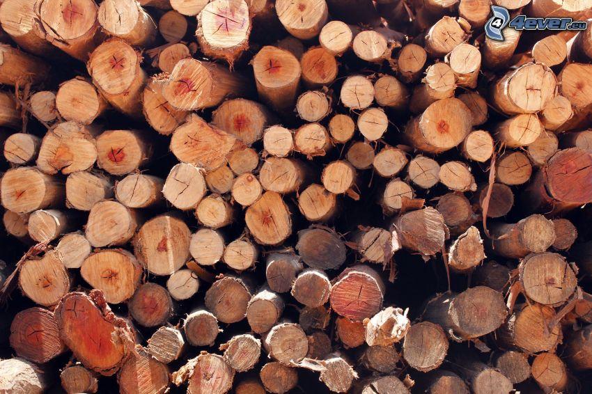 naukladané drevo