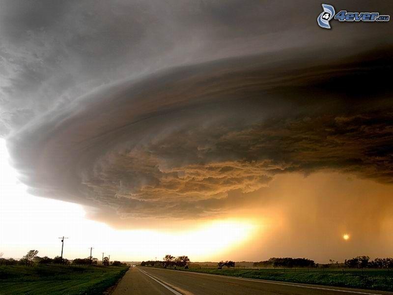 búrkové mraky, dážď, rovná cesta