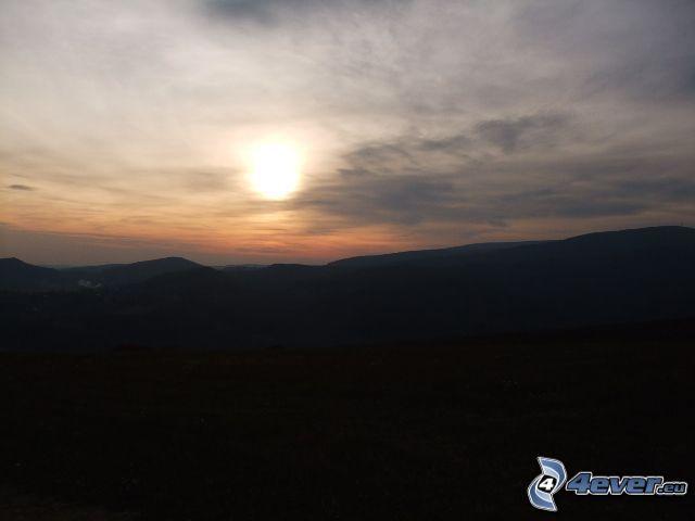 západ slnka nad horami