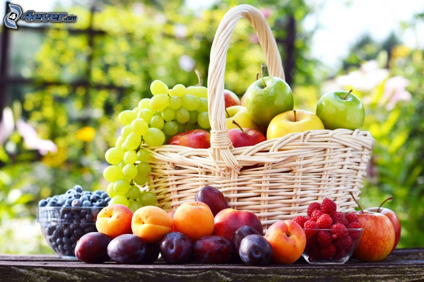 ovocie, košík, hrozno, jablká, slivky, maliny, broskyne