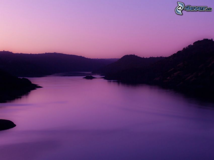 rieka, večer, fialová obloha