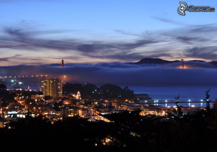 San Francisco, výhľad na mesto, večer, most v hmle, Golden Gate