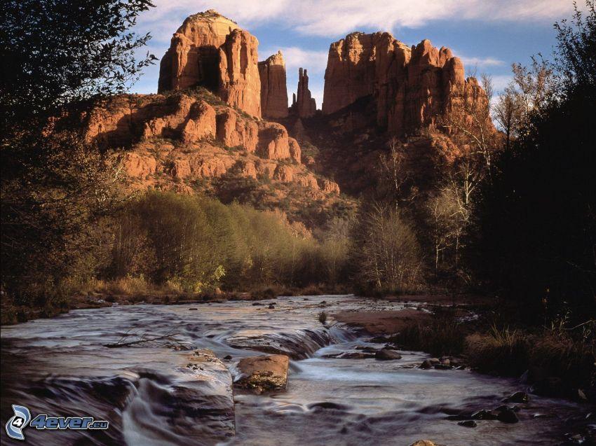 Sedona - Arizona, skaly, rieka