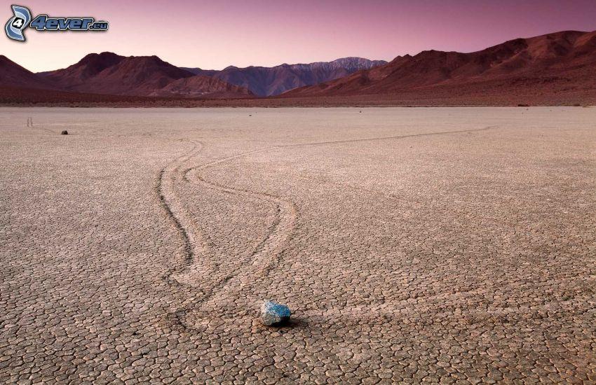 Údolie Smrti, suchá zem, kameň, pohorie