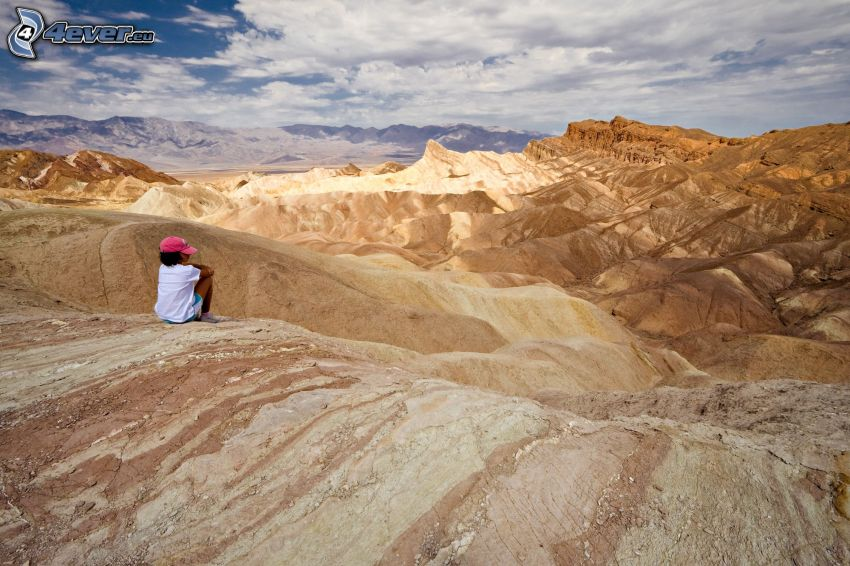 Údolie Smrti, turista, kopce, oblaky