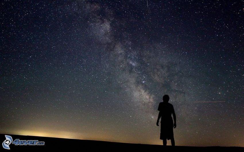 nočná obloha, silueta chlapa, hviezdy