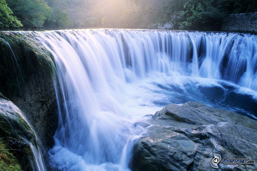 vodopády, kamene