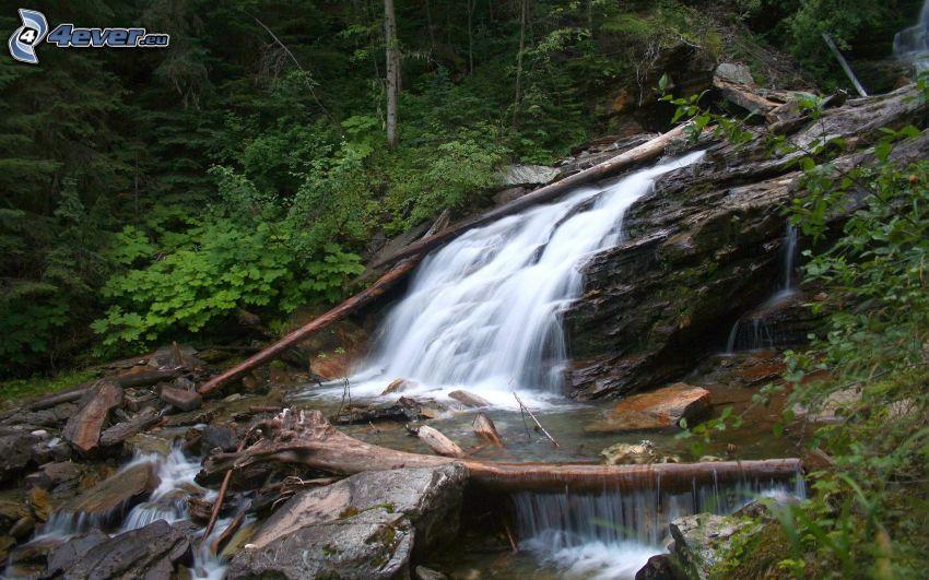 vodopády, skaly, zeleň