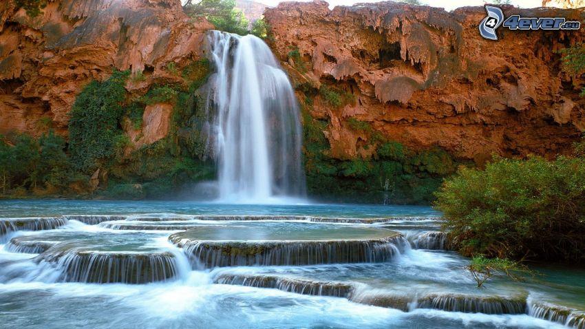 vodopády, skaly