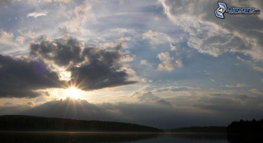 východ slnka, oblaky