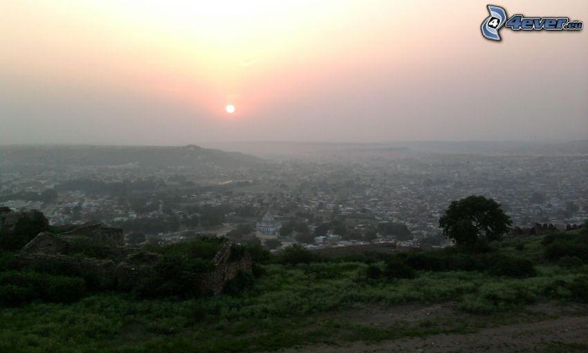 výhľad na mesto, východ slnka
