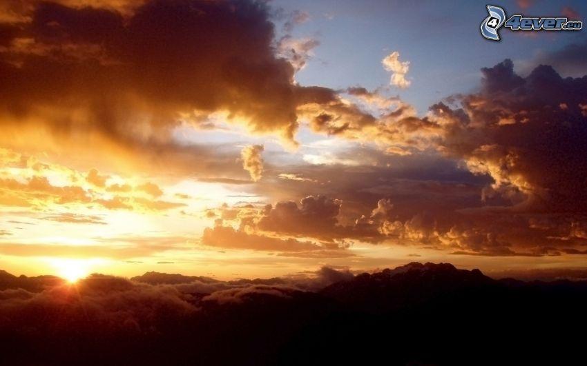 západ slnka, oblaky