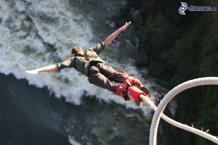 Bungee jumping, voľný pád, rieka
