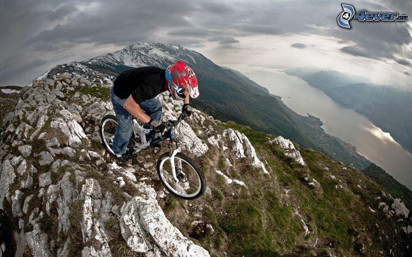extrémny biker, mountainbiking, hory
