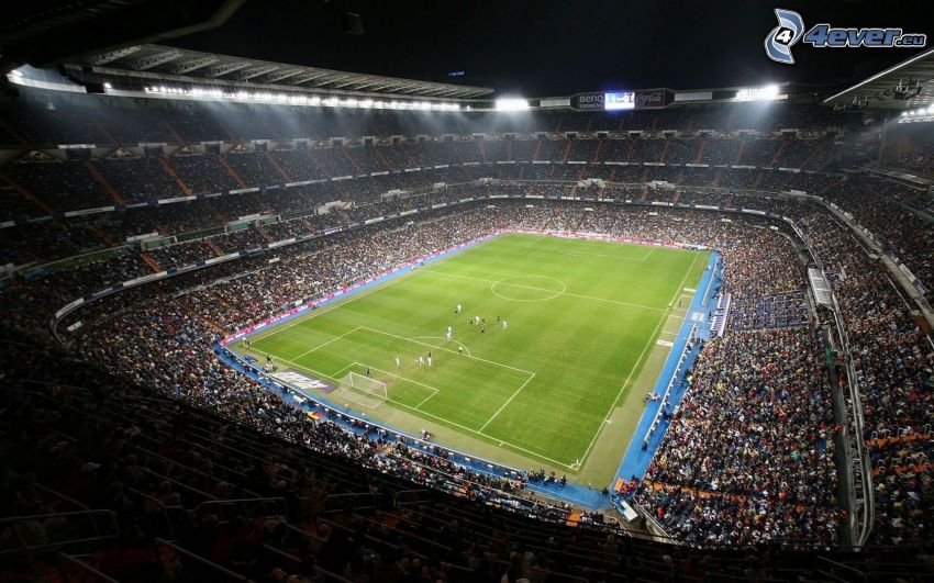 futbalový štadión, zápas, diváci