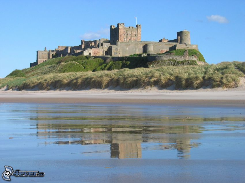 Bamburgh castle, pláž
