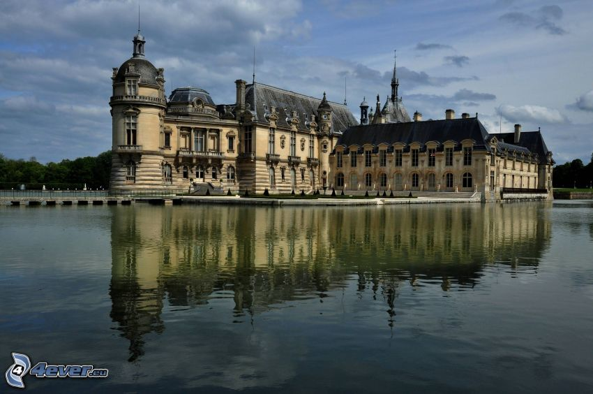 Château de Chantilly, jazero, odraz